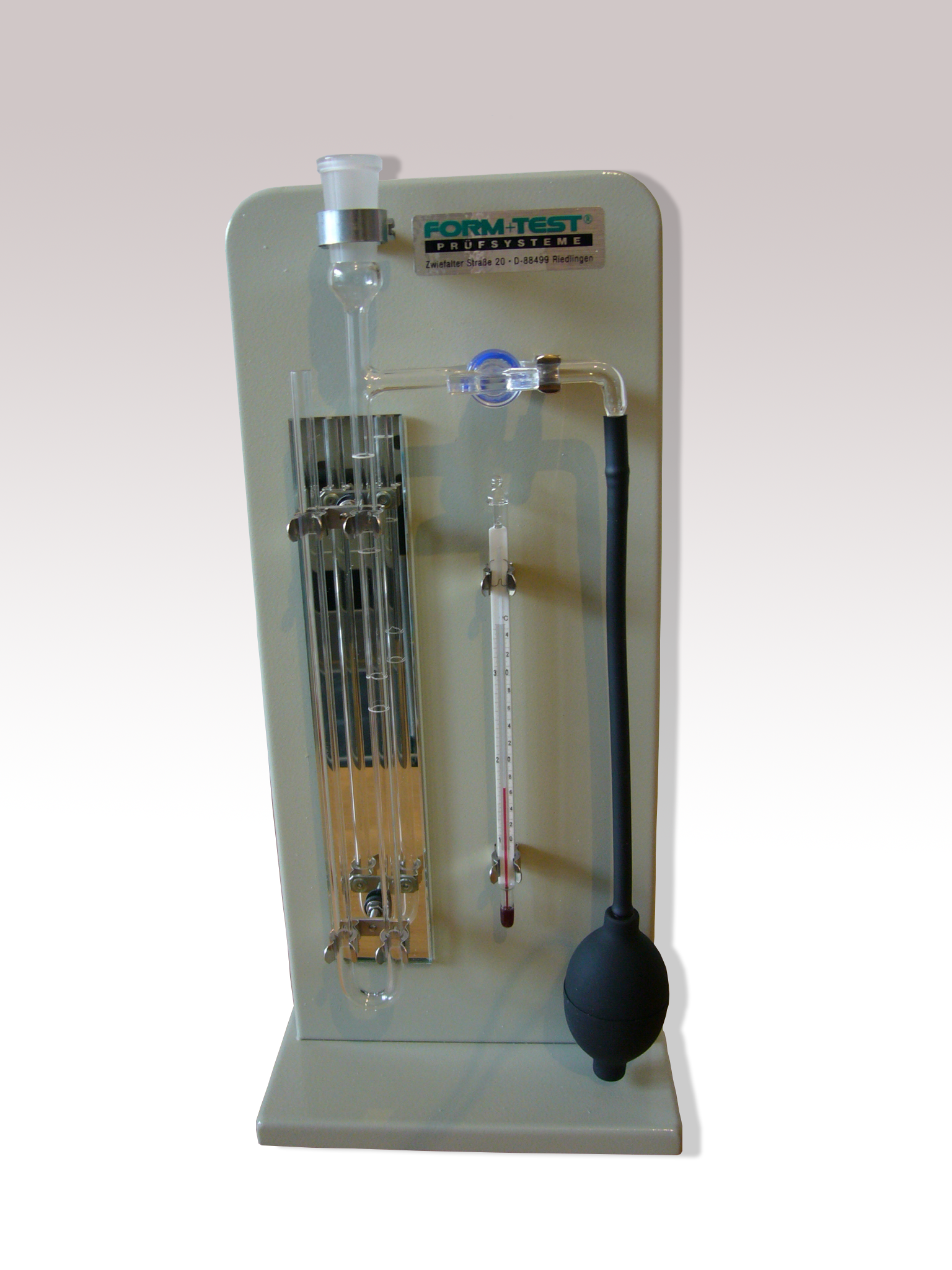 Measuring device of air permeability